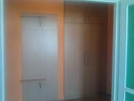 Výroba a montáž předsíňové stěny a vestavěné skříně v soukromém bytě
